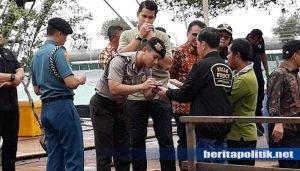 Jadi Rebutan, Tangan Jokowi Terluka